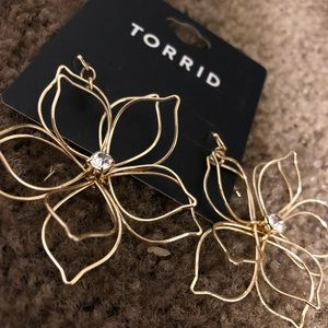 Torrid RSGLD wire flower earrings